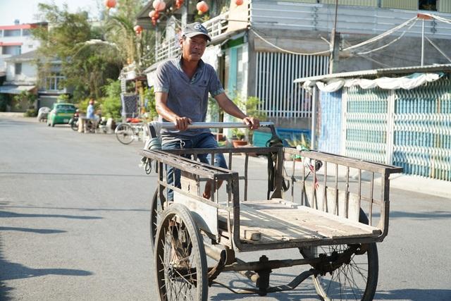 Cán bộ đội nắng, đạp xe cả chục cây số để tìm lao động nhận hỗ trợ - 5