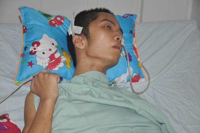 Người cha run rẩy sẵn sàng hiến nội tạng để có tiền cứu con - 1