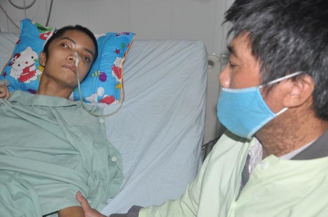 Người cha run rẩy sẵn sàng hiến nội tạng để có tiền cứu con - 5