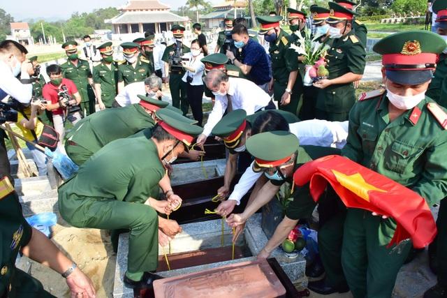 Quy tập 31 hài cốt liệt sĩ quân tình nguyện Việt Nam hy sinh tại Lào - 5