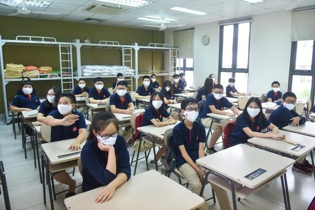 Covid-19: Nắng nóng gay gắt, trường linh động bật điều hòa vì học sinh - 3