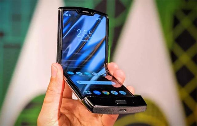 Ế ẩm, Motorola tung khuyến mãi mua 1 tặng 1 cho điện thoại nghìn đô - 1