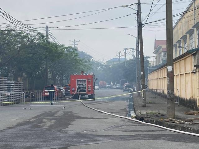 Hà Nội: Cháy lớn tại Khu công nghiệp Phú Thị - 1