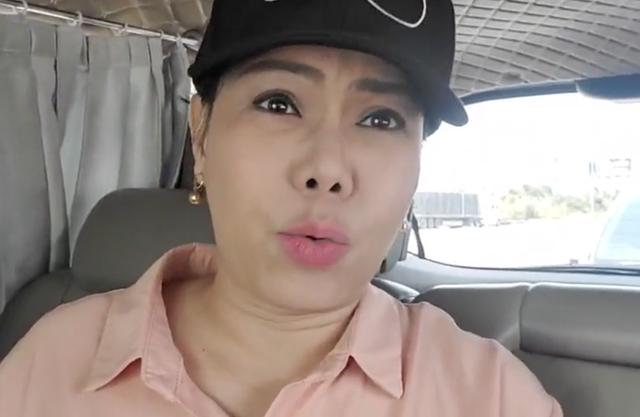"""Việt Hương bức xúc khi nhận """"trăm tin nhắn chửi"""", phản đối cô làm giám khảo - 1"""