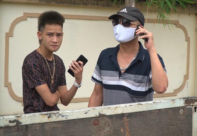 Hà Nội: Quái xế lao thẳng xe vào CSGT rồi nẹt ga bỏ chạy - 2