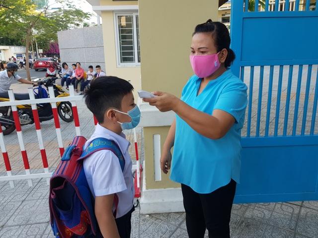 Khánh Hòa: Học sinh tiểu học có tỷ lệ đi học cao nhất trong 3 ngày qua - 1