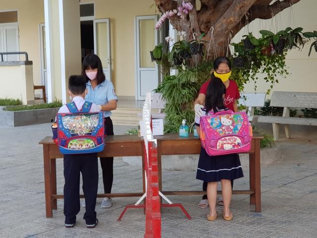 Khánh Hòa: Học sinh tiểu học có tỷ lệ đi học cao nhất trong 3 ngày qua - 2
