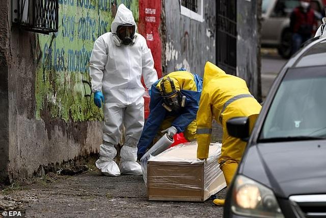 Hơn 1.600 người chết vì Covid-19, thi thể nằm ngay trên đường phố Ecuador - 7