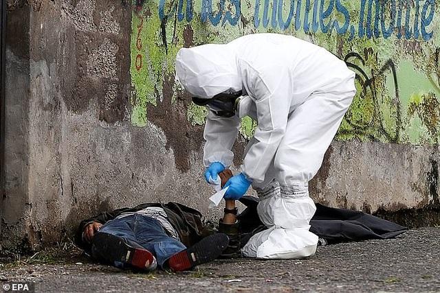 Hơn 1.600 người chết vì Covid-19, thi thể nằm ngay trên đường phố Ecuador - 6
