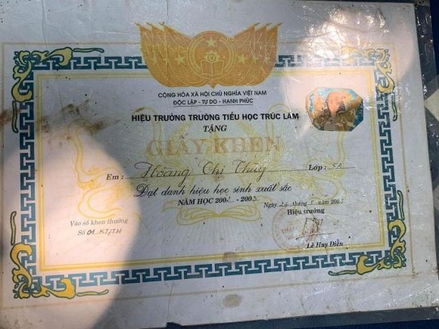 Hoàng Thùy tiết lộ từng nhảy xe khách, bán hàng rong trong 10 năm - 8