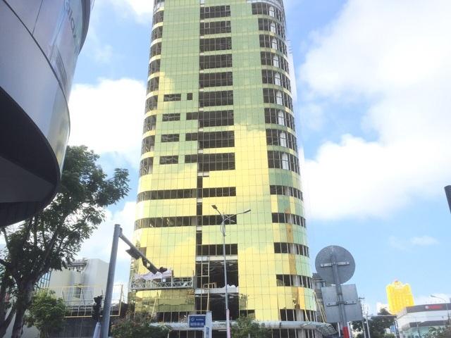 """Đà Nẵng: Tuýt còi 2 cao ốc lén đổi thiết kế, """"dát vàng"""" mặt ngoài tòa nhà - 2"""