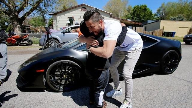 Đoạn kết bất ngờ cho cậu bé 5 tuổi tự lái ô tô đi mua xe Lamborghini - 6