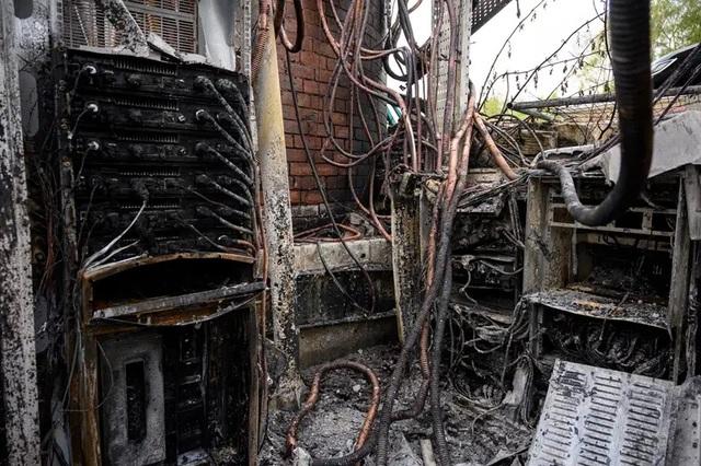 77 trạm phát sóng di động tại Anh bị đốt vì tin đồn mạng 5G gây ra Covid-19 - 1