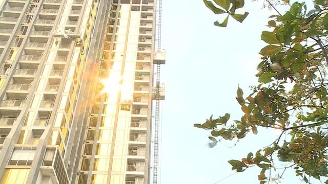 """Đà Nẵng: Tuýt còi 2 cao ốc lén đổi thiết kế, """"dát vàng"""" mặt ngoài tòa nhà - 1"""