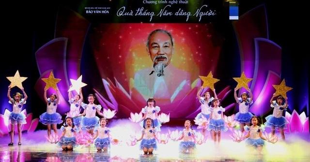 Chương trình nghệ thuật kỷ niệm 130 năm ngày sinh Chủ tịch Hồ Chí Minh - 1