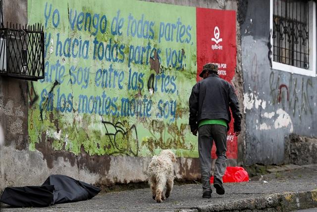 Hơn 1.600 người chết vì Covid-19, thi thể nằm ngay trên đường phố Ecuador - 1