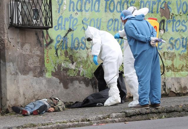 Hơn 1.600 người chết vì Covid-19, thi thể nằm ngay trên đường phố Ecuador - 2