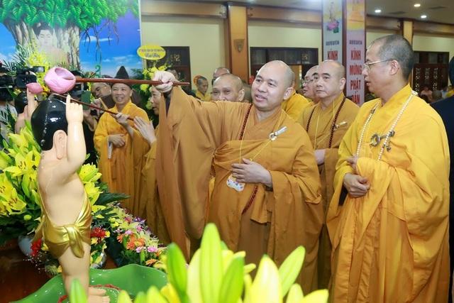 Lễ Phật đản đặc biệt ở chùa Quán Sứ - Hà Nội - 4