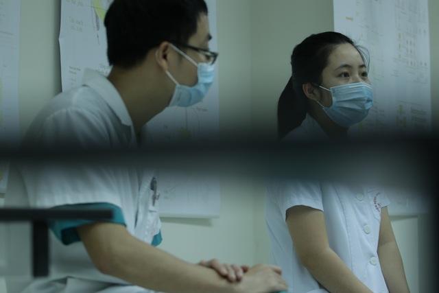 Đôi vợ chồng trẻ trở thành đồng đội trên tuyến đầu chống dịch - 2