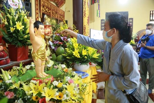 Lễ Phật đản đặc biệt ở chùa Quán Sứ - Hà Nội - 5