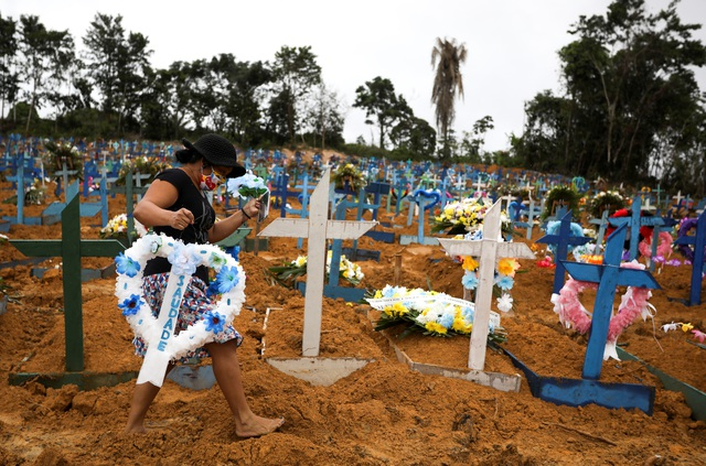 Increasing a record of more than 10,500 cases of Covid-19 a day, Brazil tightens the blockade - 1