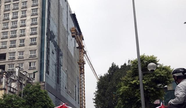 Hà Nội phá dỡ tầng 18 tòa nhà 8B Lê Trực - 1