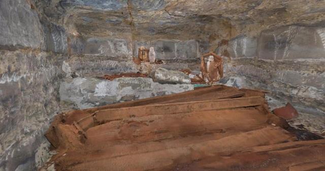 Phát hiện đường hầm lát gỗ bí mật xây từ thế kỷ 19 - 2