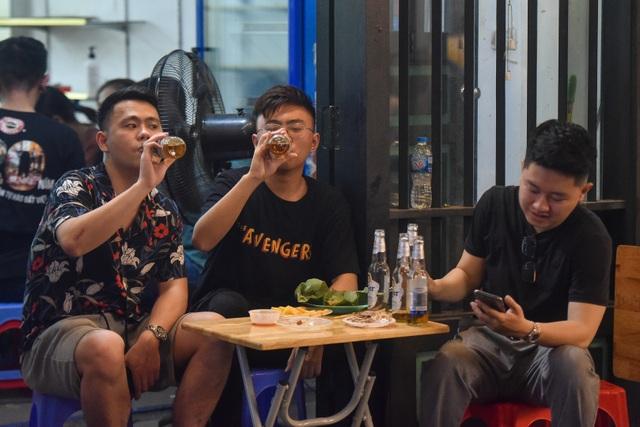 Hàng quán phố cổ thi nhau sang nhượng, đến Tạ Hiện cũng chung cảnh đìu hiu - 4