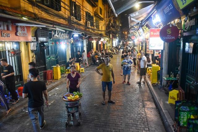 Hàng quán phố cổ thi nhau sang nhượng, đến Tạ Hiện cũng chung cảnh đìu hiu - 3