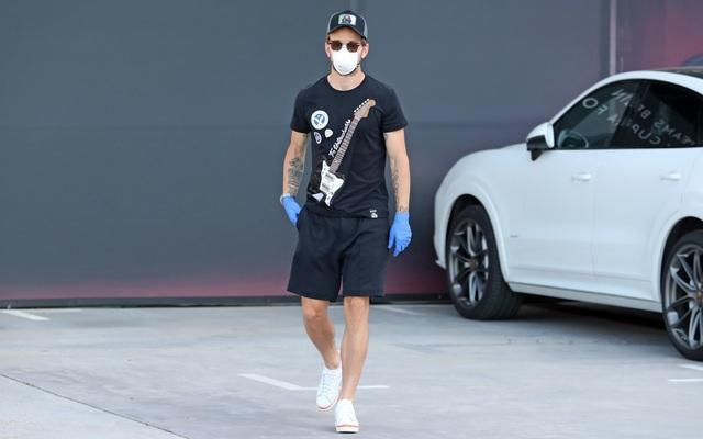 Messi và đồng đội ở Barcelona đeo khẩu trang trở lại sân tập - 9
