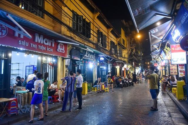 Hàng quán phố cổ thi nhau sang nhượng, đến Tạ Hiện cũng chung cảnh đìu hiu - 1