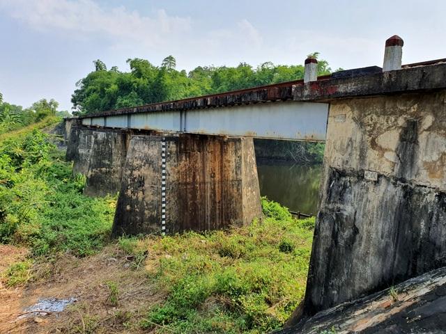 Cau Ong Ngo tren tuyen duong sat Bac Nam xuong cap