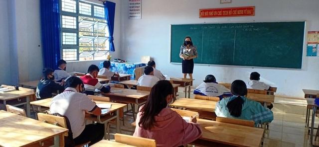Hàng trăm giáo viên hoang mang vì bị truy thu tiền trợ cấp thu hút - 1