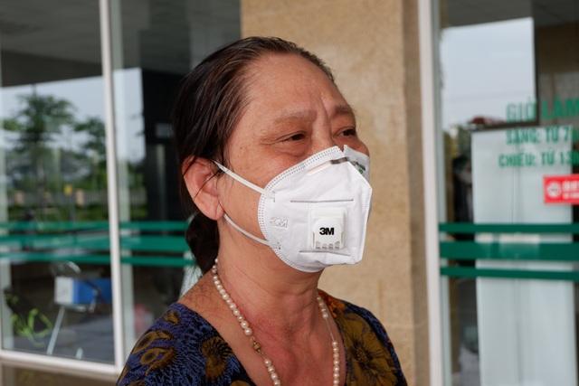 Bệnh nhân Covid-19 từng thở máy bật khóc trong ngày được công bố khỏi bệnh - 2