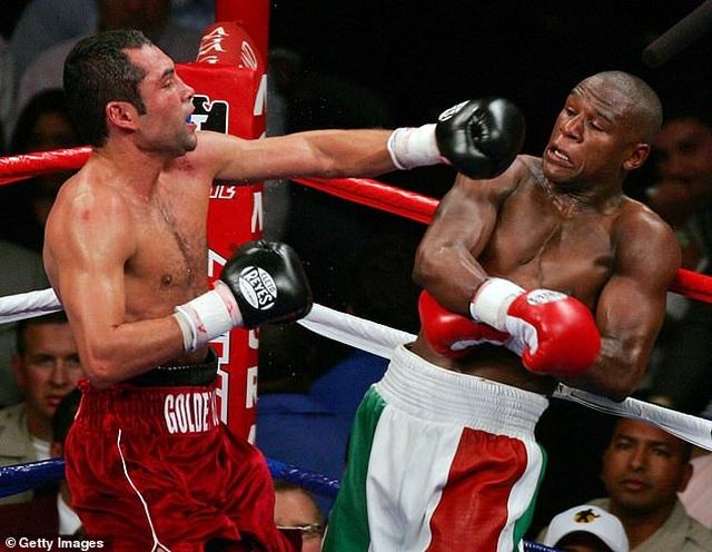 Gã điên McGregor nhận lời thách đấu của tay đấm huyền thoại De La Hoya - 4