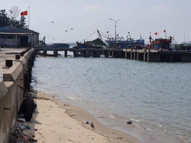 Quảng Bình: Ngư dân kêu trời vì cảng cá xuống cấp nghiêm trọng! - 1
