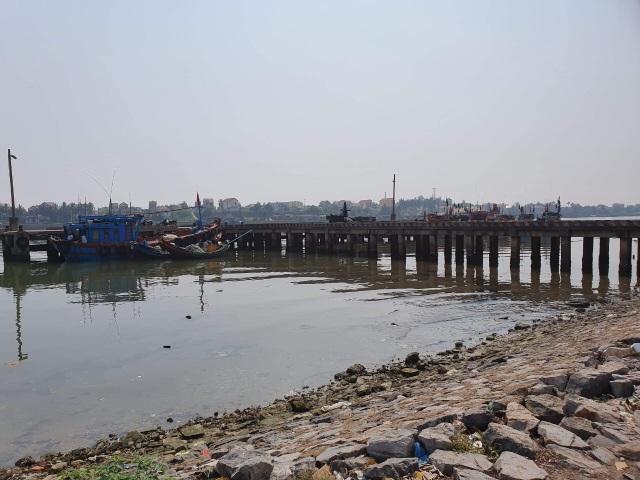 Quảng Bình: Ngư dân kêu trời vì cảng cá xuống cấp nghiêm trọng! - 2