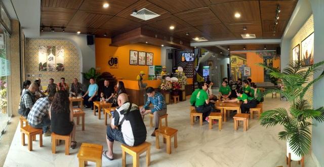 Ngay sau dịch Covid-19, chuỗi cà phê Ông Bầu khai trương cửa hàng đầu tiên tại Hà Nội - 2