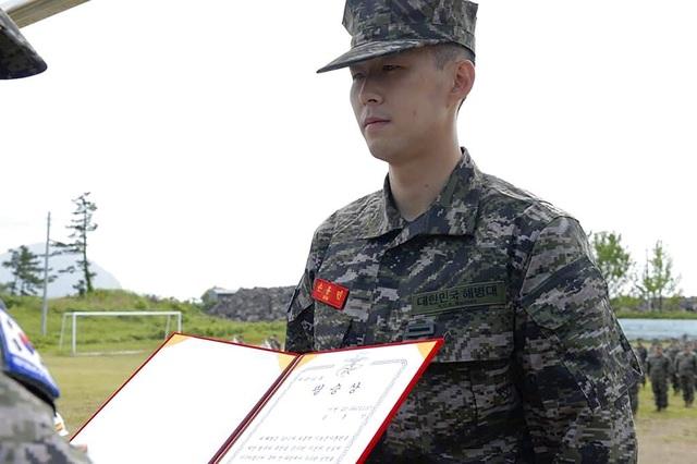 Bắn súng xuất sắc, Son Heung Min tốt nghiệp khóa quân sự loại giỏi - 1