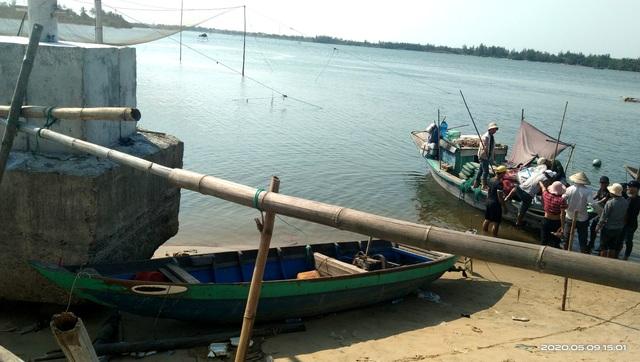 Vụ lật ghe, 5 người mất tích trên sông Thu Bồn: 3 con thơ bơ vơ khi mất cha - 8