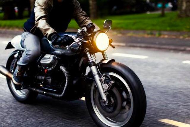 Bộ Giao thông đề xuất xe máy bật đèn ban ngày để ô tô… nhận biết - 1