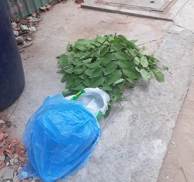 Bé trai mới sinh còn nguyên dây rốn bị bỏ trong thùng rác - 2