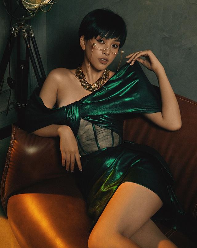 Hoa hậu Trần Tiểu Vy khác lạ với tóc ngắn cá tính - 2