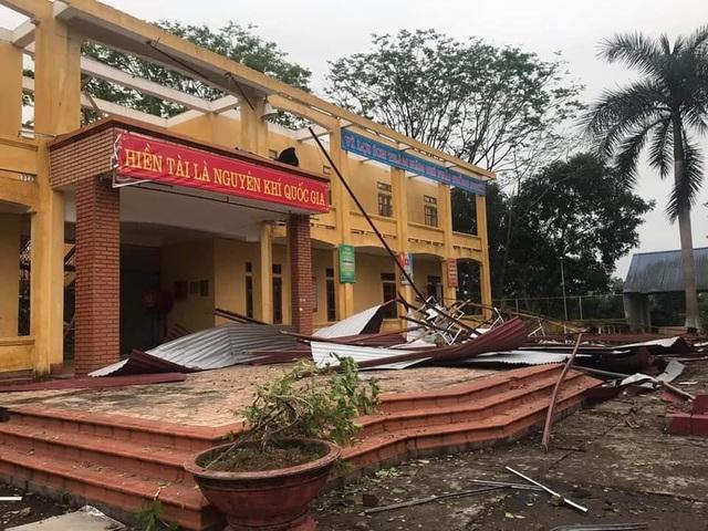 Mưa giông tàn phá hàng nghìn ngôi nhà ở Thái Nguyên - 1