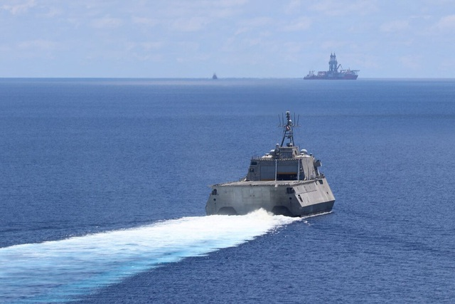 Mỹ điều 2 tàu chiến tới Biển Đông thách thức Trung Quốc - 1