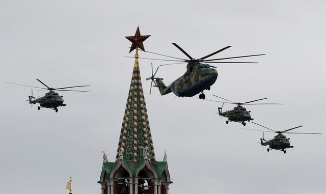 Dàn máy bay Nga phô diễn sức mạnh tại lễ duyệt binh Ngày Chiến thắng - 1