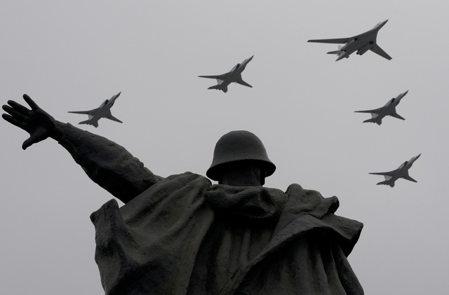 Dàn máy bay Nga phô diễn sức mạnh tại lễ duyệt binh Ngày Chiến thắng - 4