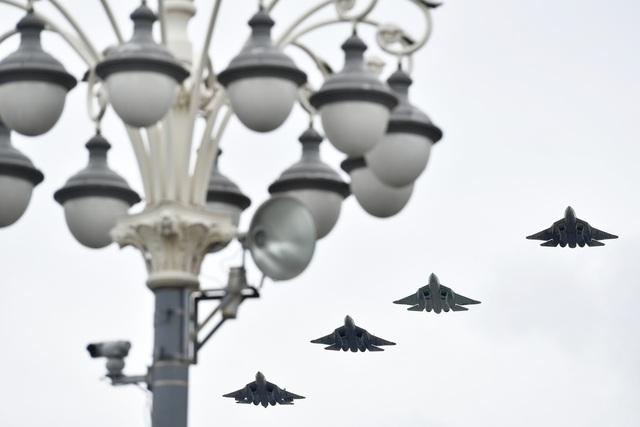 Dàn máy bay Nga phô diễn sức mạnh tại lễ duyệt binh Ngày Chiến thắng - 5