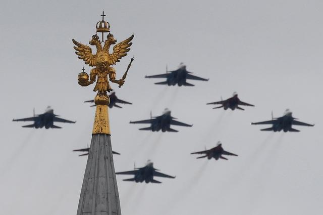 Dàn máy bay Nga phô diễn sức mạnh tại lễ duyệt binh Ngày Chiến thắng - 7