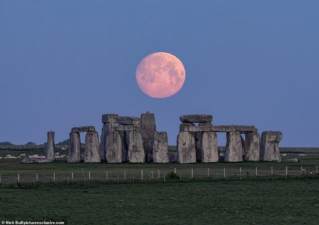 Ngất ngây trước vẻ đẹp của siêu trăng trên khắp thế giới - 1